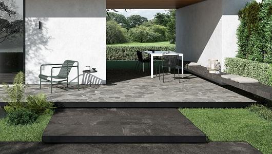 plataforma exterior con azulejos