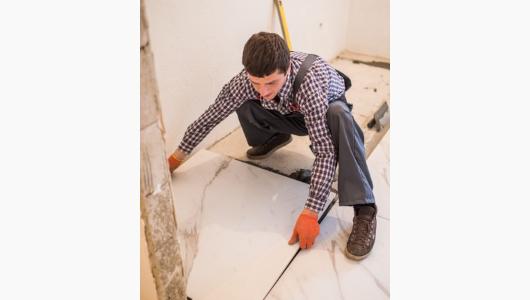 Colocando azulejos cortados