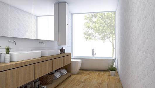 Gana amplitud en tu baño con nuestros azulejos blancos